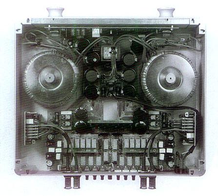 第一款两分频音箱,当时它使用一只2英寸高音单元和一只12英寸低音单元